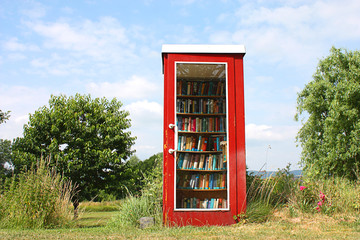 Bücher und Telefonzelle - Books And Telephone Booth