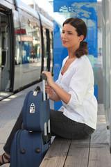 Portrait d'une femme avec bagageries