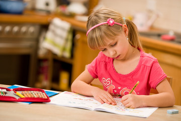 Fototapeta girl doing homework obraz