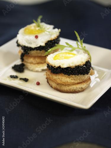 Quail 39 s egg and caviar canap s imagens e fotos de stock for Quail egg canape