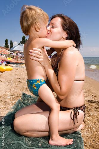 мама голая с сынам и дочкай фотографии