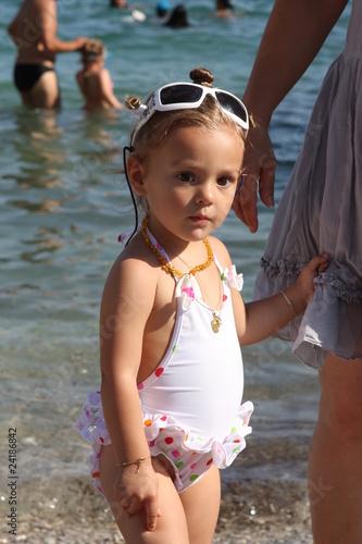petite fille la plage photo libre de droits sur la banque d 39 images image 24186842. Black Bedroom Furniture Sets. Home Design Ideas
