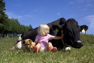Kuh Kind und Hund