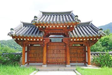 korean traditional gate