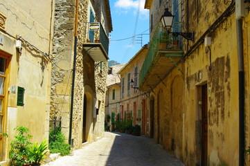 Gasse in Valdemossa auf Mallorca