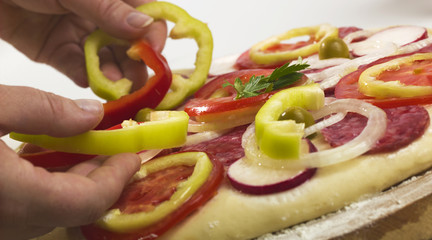 process of making pizza with ham and tomatoes