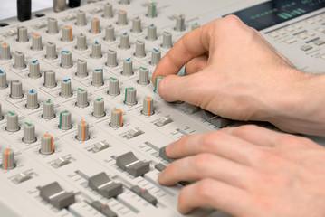 Tontechniker beim Abmischen