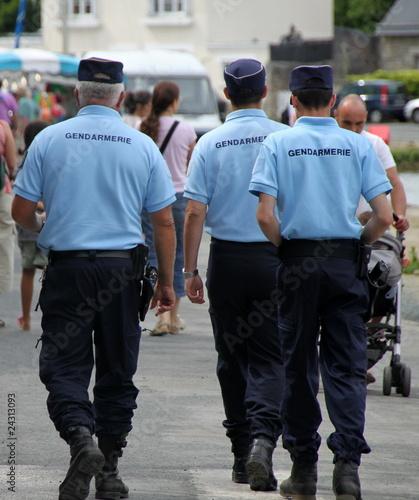 Gendarmerie nationale gendarme gendarmes photo libre de - Grille salaire sous officier gendarmerie ...