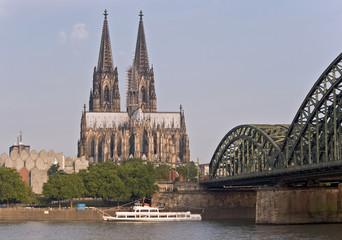 Fototapete - Kölner Dom, Hohenzollernbrücke, Museum Ludwig