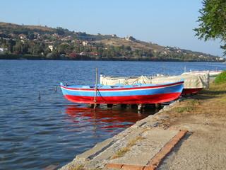 Barche sul lago di Ganzirri (Messina)