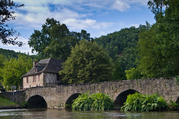 Le Saillant (Corrèze) - Vieux pont du 13è siècle