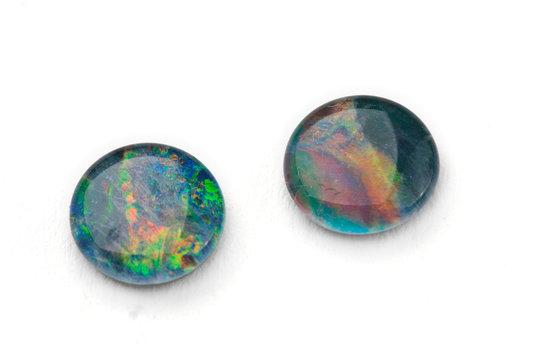 Zwei grüne Opal Edelsteine