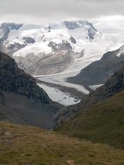Vue sur les glaciers du Matterhorn dans les Alpes