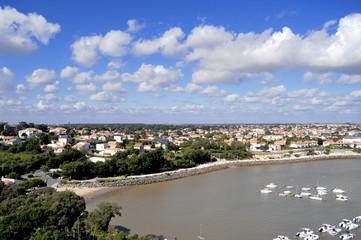 Vue aérienne de Saint Georges de Didonne et son port