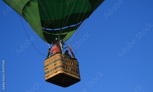 hei luftballon korb stockfotos und lizenzfreie bilder auf bild 24717061. Black Bedroom Furniture Sets. Home Design Ideas