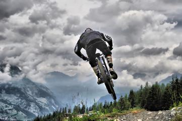 saut acrobatique en vélo