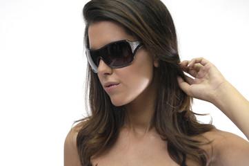 Modelo con gafas de sol 9802