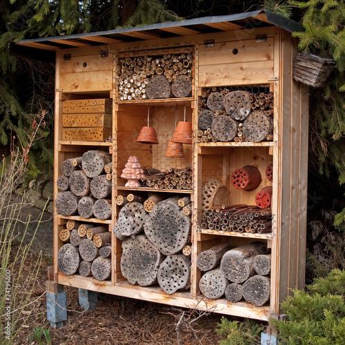 Insektenhotel stockfotos und lizenzfreie bilder auf bild 24795800 - Leuchtkasten selber bauen ...
