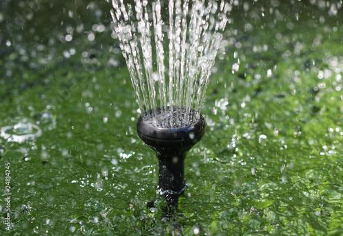 Springbrunnen im gartenteich stockfotos und lizenzfreie - Gartenteich springbrunnen ...