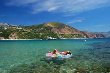 Relaks na plaży w Czarnogórze