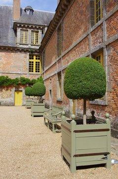 Château de Carrouges cour intérieure