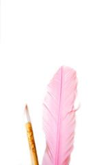 pinke Schreibfeder mit Pinsel