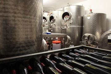 Wall Mural - Edelstahl Tank zur Weinveredelung, Stahltank