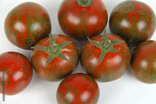 gr n rote tomaten stockfotos und lizenzfreie bilder auf. Black Bedroom Furniture Sets. Home Design Ideas