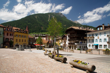 Dorf südtirol Alpen Dorfkern Platz Stadtkern Hauptplatz
