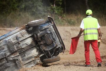accident rallye sortie route voiture dangereux vitesse dérapage