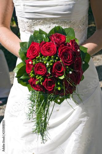 brautstrau mit roten rosen stockfotos und lizenzfreie bilder auf bild 25088030. Black Bedroom Furniture Sets. Home Design Ideas