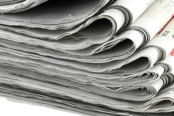 Photo sur Aluminium Journaux journaux empilés, fond blanc