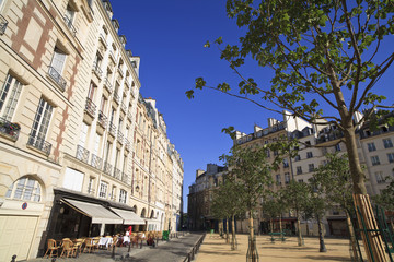 Parisian plaza in the early morning