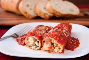 manicotti and bread