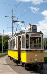 Historische Straßenbahn Stuttgart vor dem Fernsehturm