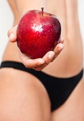 oferciendo manzana