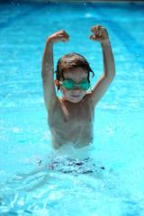 Apprendre à nager en piscine