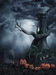 Sceneria na Halloween z martwym drzewem