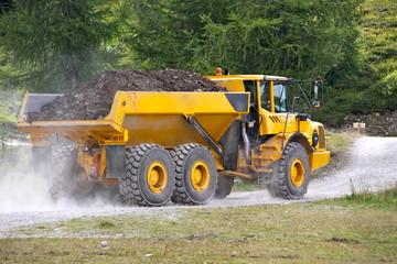 Camion adapté aux gros travaux de terrassement
