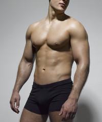 Männeroberkörper in Unterwäsche