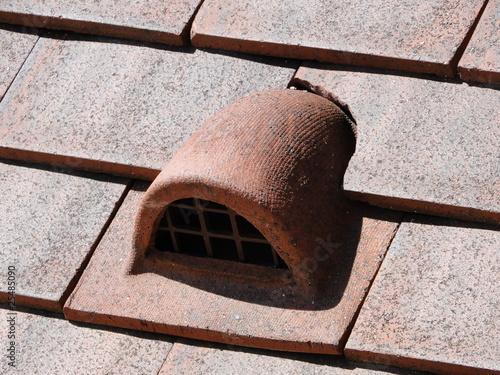 Tuile chati re photo libre de droits sur la banque d for Calcul nombre de tuile pour un toit