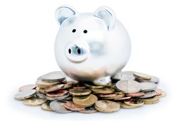 Cochon tirelire sur pile de monnaie