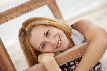 Photo sur Plexiglas Doux monstres Beautiful blonde girl near wood stairs at outdoor.