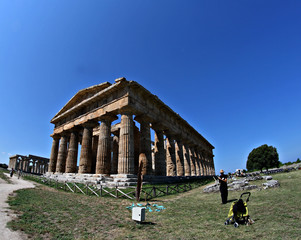 Fototapete - Paestum Temple with him and prams