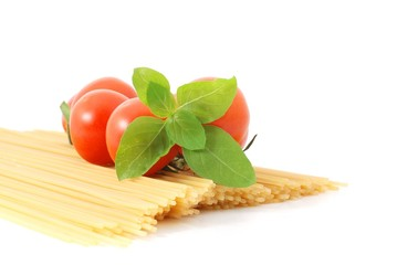 Spaghetti,Tomaten,Basilikum