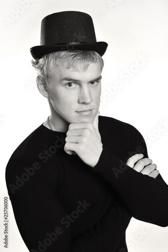 фото в шляпе парень