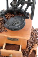 Aluminium Prints Coffee beans ancien moulin à café