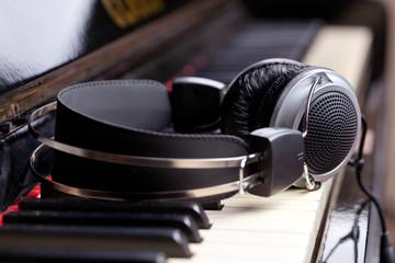 Piano headset