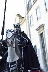 Caballero medieval preparado para el torneo.