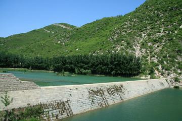reservoir dams